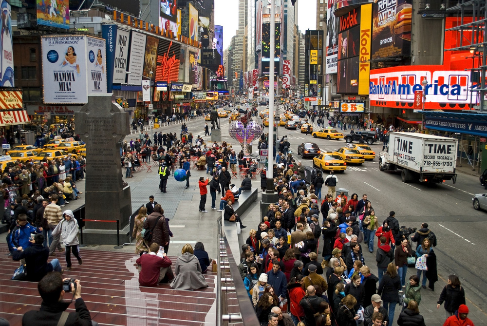 nyc-times-square-crowds-day